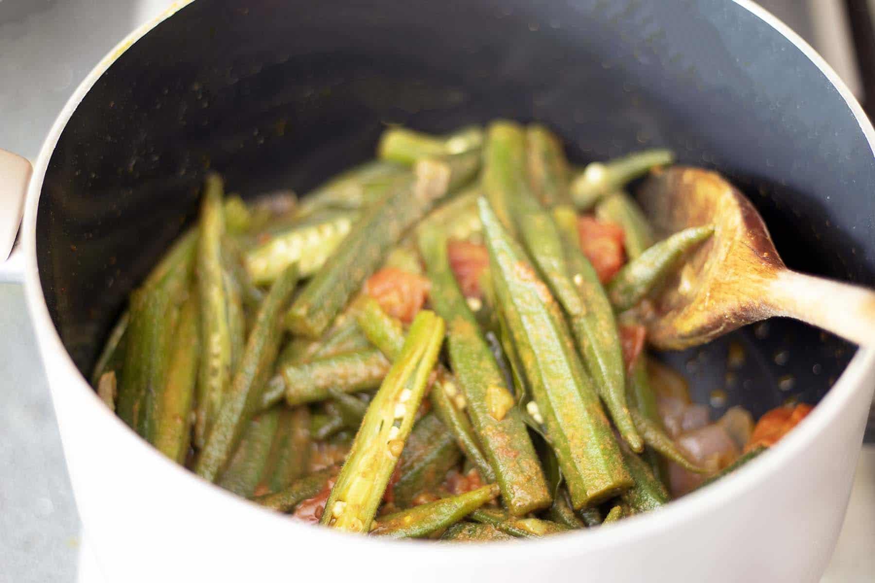 okra curry in pan