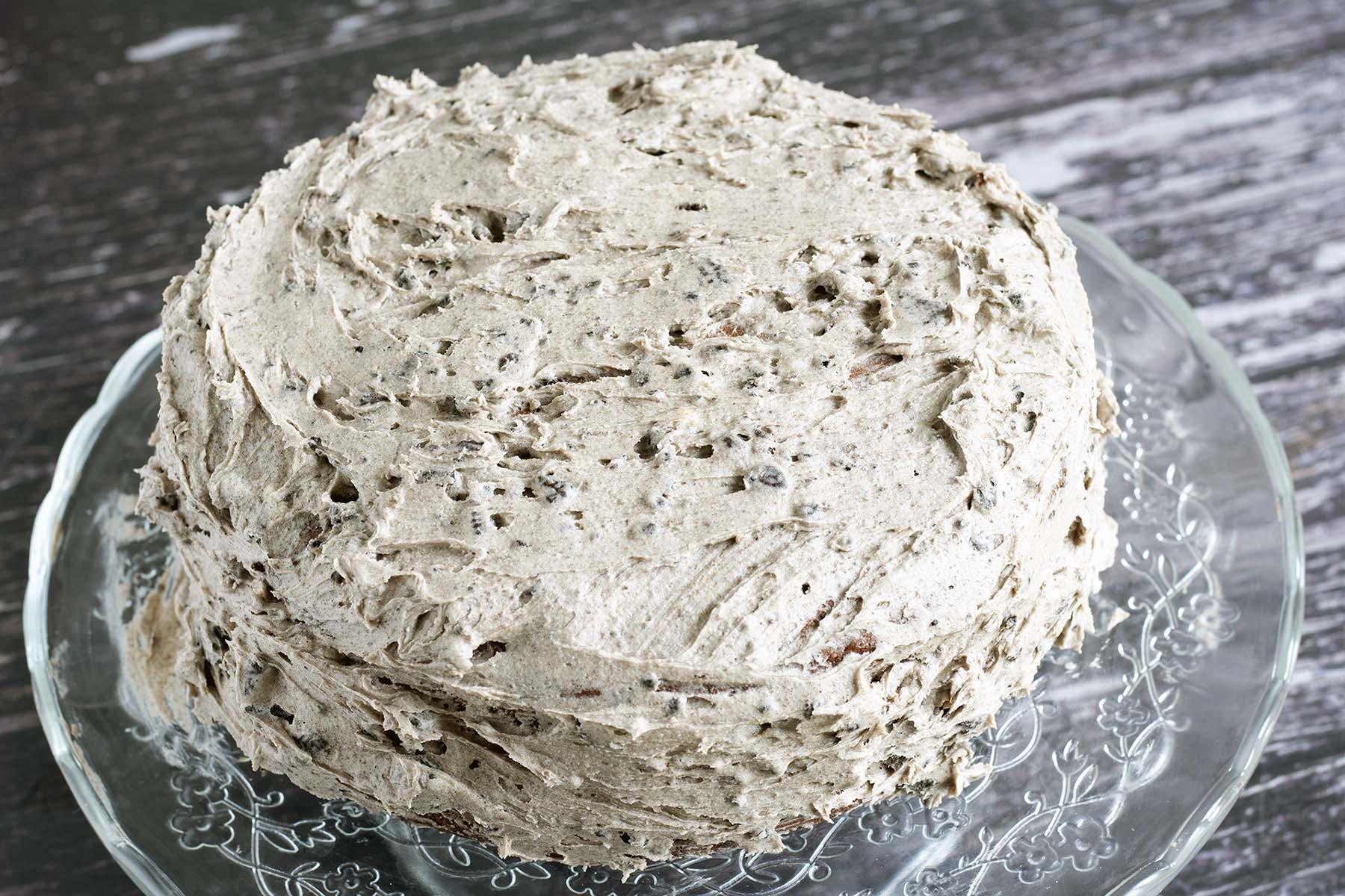 vegan oreo cake - frosted