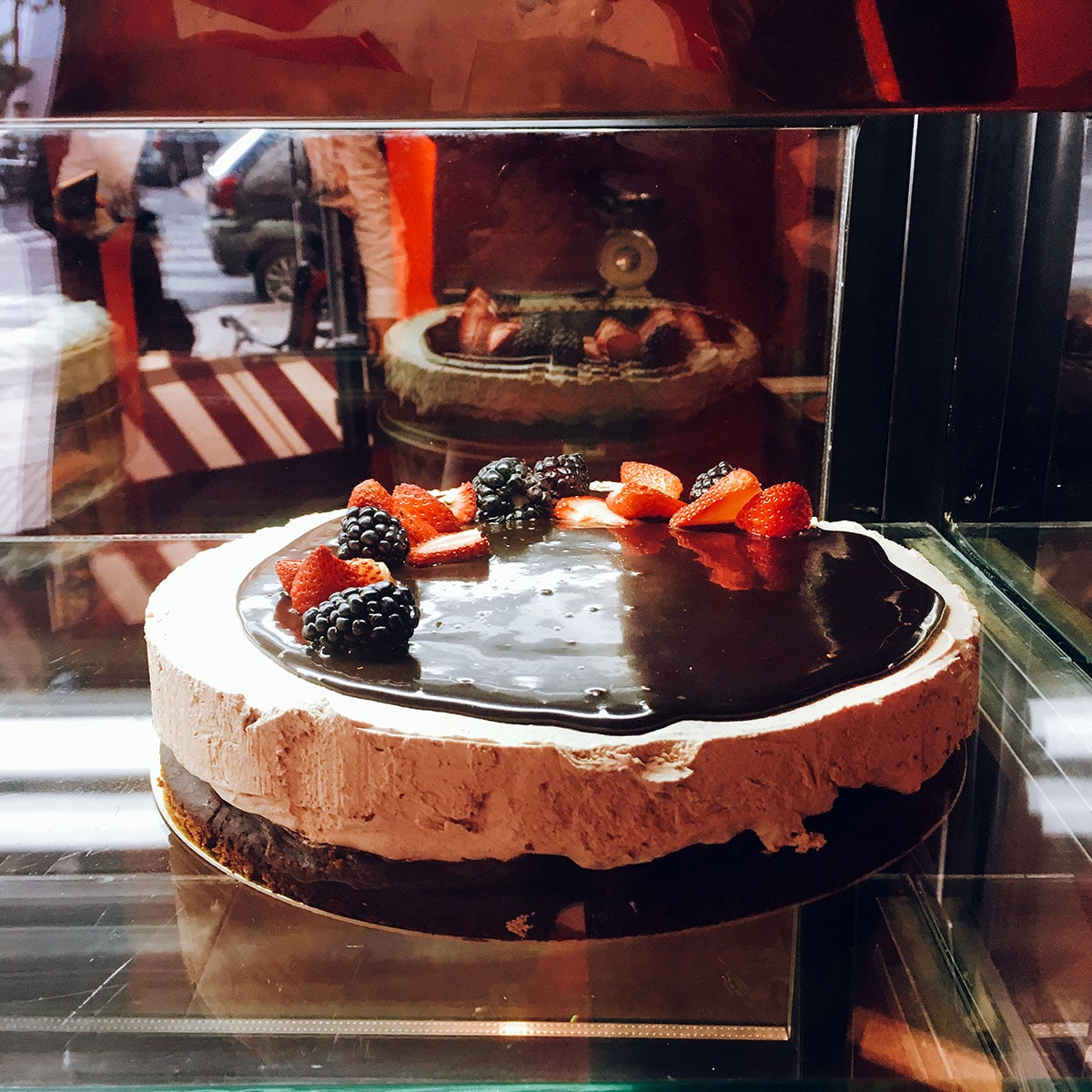 vegan cake on display at Sablée Vegana